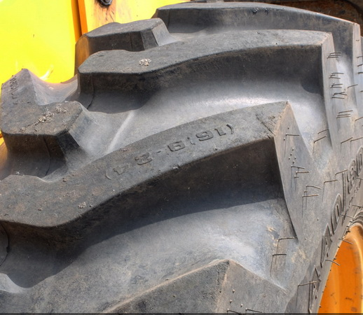 протектор на пневматических шинах